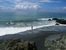 Het beschouwen als zwemt in de oceaan Royalty-vrije Stock Foto's