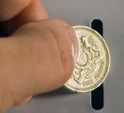 Het besparen van één pond Sterling Stock Foto