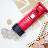 Het besparen van uw geld met pret Stock Foto's