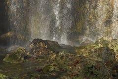 Het bespatten van het water bij watervallen Royalty-vrije Stock Foto