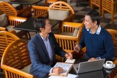 Het bespreken van businessplan Stock Foto