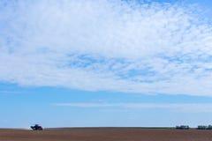 Het bespuiten van de herbiciden op het gebied Stock Fotografie