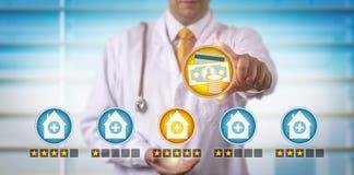 Het Beste Ziekenhuis van inspecteursallocating funds to stock afbeeldingen