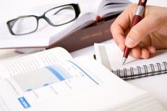 Het bestuderen en het schrijven nota's Royalty-vrije Stock Afbeelding