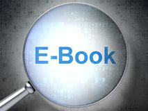Het bestuderen van concept: EBook met optisch glas Stock Afbeelding