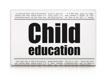 Het bestuderen van concept: het Kindonderwijs van de krantenkrantekop Royalty-vrije Stock Afbeeldingen