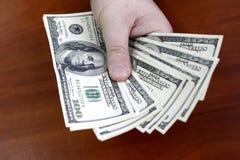 Het betalen van dollars royalty-vrije stock foto's