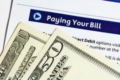 Het betalen van Uw Rekening Stock Foto's