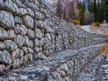 Het betrouwbare versterken van de steen stock afbeeldingen