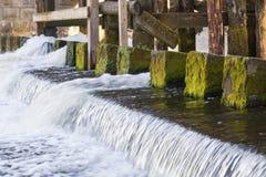 Het bevestigen van de oude dam Royalty-vrije Stock Foto