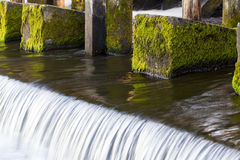 Het bevestigen van de oude dam Stock Afbeeldingen