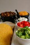 Het bevestigen van de taco buffetverticaal royalty-vrije stock fotografie