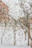 Het bevriezen regen buiten het venster in guur de winterweer Royalty-vrije Stock Afbeelding