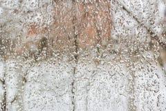 Het bevriezen regen buiten het venster op een vuile de winterdag royalty-vrije stock fotografie