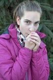 Het bevriezen tienermeisje Royalty-vrije Stock Fotografie