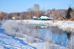 Het bevriezen van rivier Talitsa in de winter Stock Afbeeldingen
