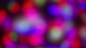 Het bewegen van de veelkleurige lichten van de projectorvlek op muur stock videobeelden