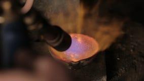 Het bewegen van gesmolten metaal stock footage