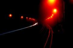Het bewegen zich door duisternis. Stock Foto