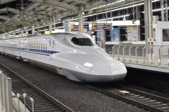 Het bewegen zich van Shinkansen Stock Foto's