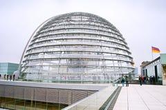 Het bezoek van de Reichstagkoepel stock foto's
