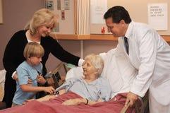 Het bezoeken verpleeghuis Stock Afbeelding