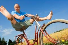 Het bicycling van de mens Stock Afbeelding
