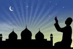Het bidden bij ramadan nacht stock fotografie