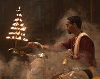 Het bidden door de Ganges Stock Foto's