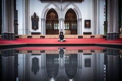 Het bidden en het nadenken stock foto