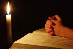 Het bidden handen Stock Foto