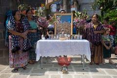Het bidden post tijdens Pasen-viering in Guatemala Royalty-vrije Stock Fotografie
