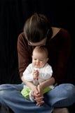 Het bidden van de moeder en van de baby Royalty-vrije Stock Foto's