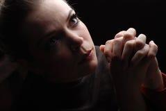 Het bidden van de vrouw Stock Afbeeldingen