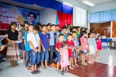 Het bidden voor Thaise Koningin op Thaise Moederdag Royalty-vrije Stock Foto's