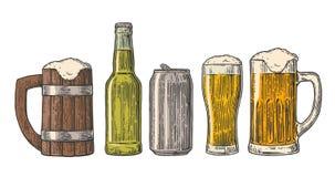 Het bierglas, mok, kan, bottelen, hop Vector uitstekende gegraveerde die kleurenillustratie op witte achtergrond wordt geïsoleerd Royalty-vrije Stock Foto