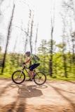 Het biking van de berg Stock Foto's