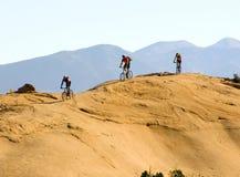 Het biking van de berg in de bergen royalty-vrije stock afbeelding