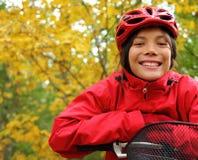 Het biking van de vrouw Royalty-vrije Stock Afbeeldingen