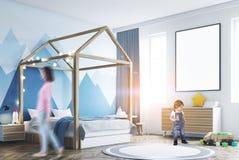 Het binnenland, de affiche, de jongen en het mamma van de jong geitjes slaapkamer Stock Fotografie