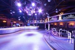 Het binnenland van één van de ruimten van de nachtclub stock foto's