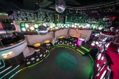 Het binnenland van één van de ruimten van de nachtclub stock afbeelding