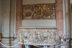 Het binnenland van één van de ruimten van het Museum van Vatikaan stock foto