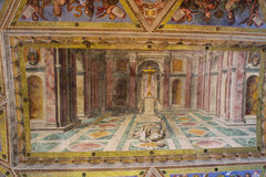 Het binnenland van één van de ruimten van het Museum van Vatikaan royalty-vrije stock foto