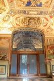 Het binnenland van één van de ruimten van het Museum van Vatikaan royalty-vrije stock foto's