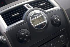 Het binnenland van de auto met climat-controlemening. stock foto