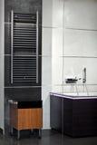 Het binnenland van de badkamers in minimalismstijl stock afbeeldingen