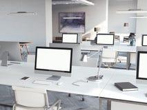 Het binnenland van de Coworkingszolder met computers het 3d teruggeven vector illustratie