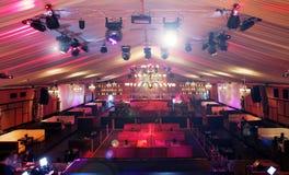 Het binnenland van de disco met lichten stock foto