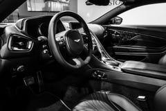 Het binnenland van de grote tourerauto Aston Martin DB11, 2016 Stock Foto
